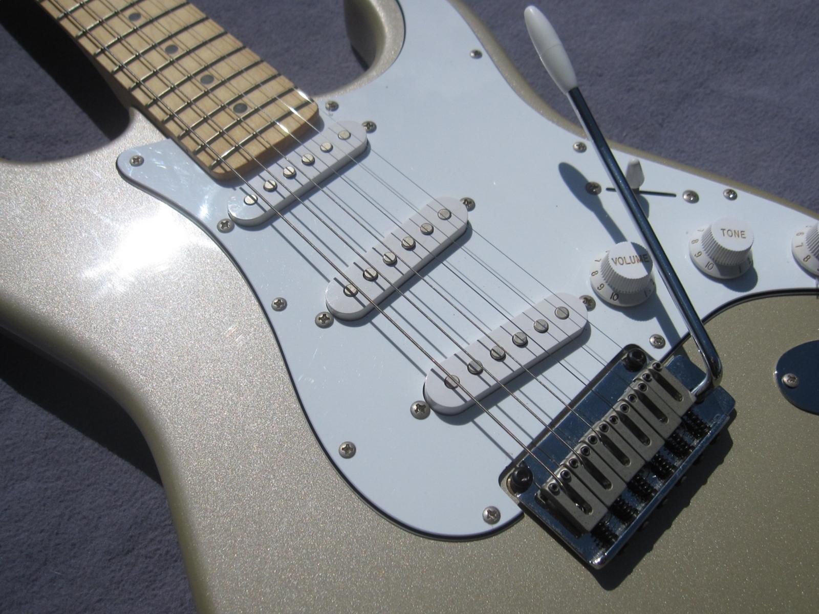 2000 Squier Stratocaster Standard Series By Fender Shoreline Gold Squire Strat